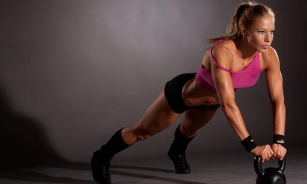 """""""Súlyzós edzés nőként? Nem akarok úgy kinézni, mint egy pasi…"""" – Baromság!"""