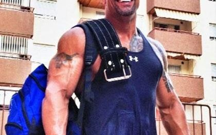 "Dwayne ""The Rock"" Johnson edzésterv – 3. nap: váll"