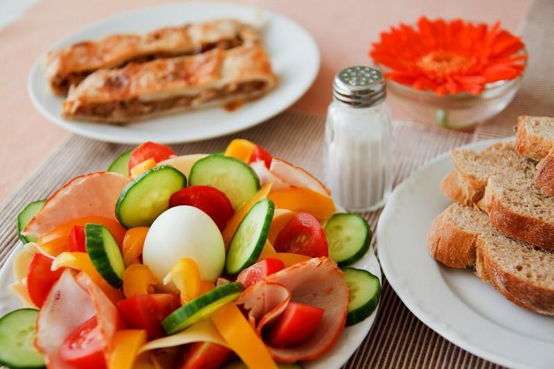 Ezért egyél reggelire sült kolbászt!