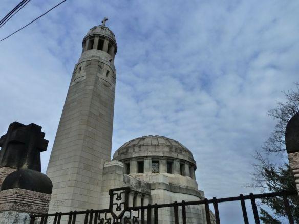 Erre mindannyian kíváncsiak vagyunk: várostörténeti séta a Törley mauzóleumhoz