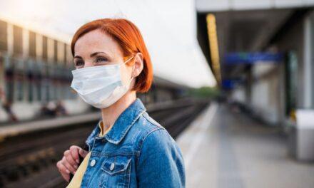 Szigorítás: a vonatokról, távolsági buszokról leszállítják azt, aki nem visel maszkot, sőt, akár 50 ezres bírságot is kaphat