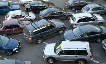 Ingyenes lett a parkolás a városban – kinek jó és kinek rossz ez?
