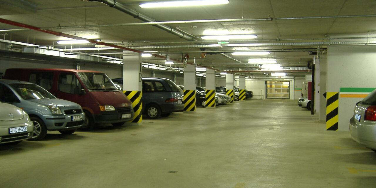 Hétfőtől ingyenes a parkolás a parkolóházakban!